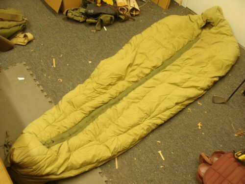 Vtg US Army Military M-1949 TYPE 1 Down Filled Reg Mountain Mummy Sleeping Bag