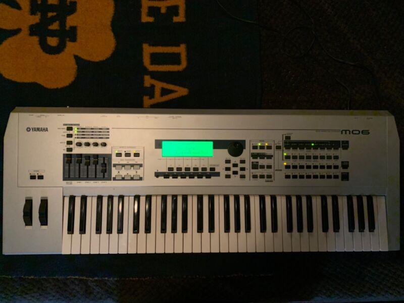 Yamaha MO6 Keyboard Synthesizer