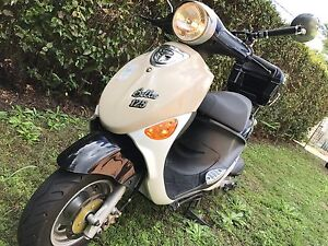 125 cc scooter in good condetion comes with rego and rwc Mount Gravatt Brisbane South East Preview