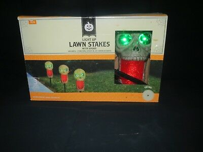 Set Of 3 Halloween Light Up Skulls Lawn Stakes Pathway Markers w/ Light & Sound ](Skull Lawn Stakes)