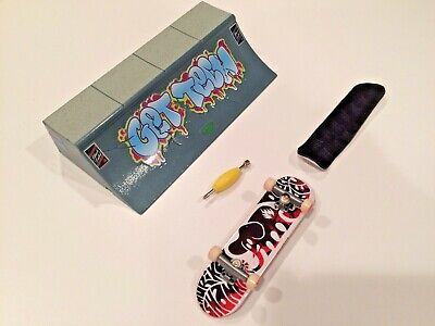 Tech Deck Black Label Fingerboard With Ramp + Sticky Grip Tape
