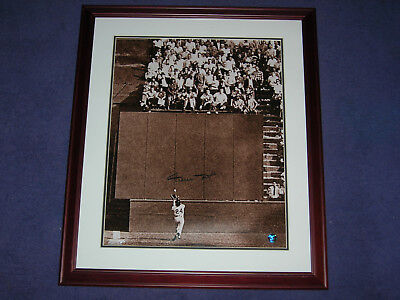 Willie Mays World Series Catch - Willie Mays 1954 World Series Catch Autographed 16x20 Framed Photo