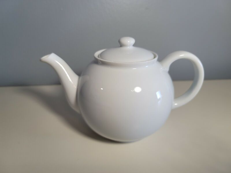 ARZBERG All White Teapot with Lid (103) Germany