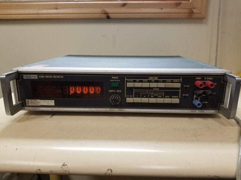 Fluke Digital Voltmeter 8300A