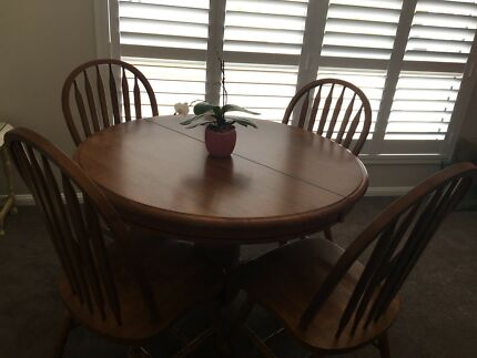 Eureka furniture extendable table and chairs
