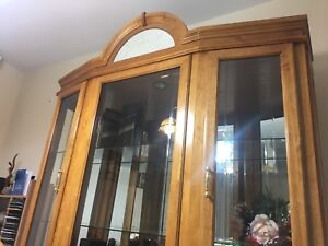 China/Display Cabinet in Excellent Condition