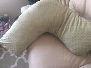 Boomerang breastfeeding pillow