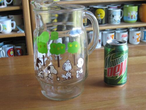SNOOPY / PEANUTS GLASS DRINK PITCHER VINTAGE VERY RARE