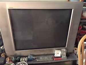 Sony Trinitron 32 inch television tv flat screen