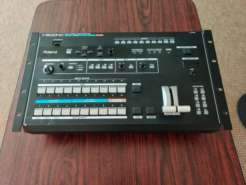 Roland V-800HD Multi-format Video Switcher with 8 input, 6 output