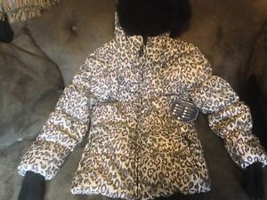 Brand New Girls Winter Hooded Coat Size Large (14-16)