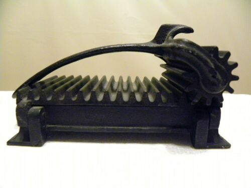 Antique Iron Crimper/Fluter made by American Machine Co. 1890
