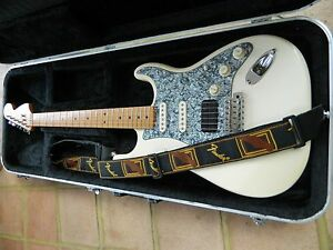 Fender-Stratocaster-HSS-70s-Classic-Series