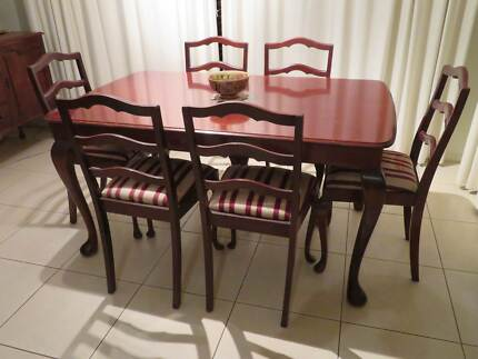 Dining Setting 7 Piece Queen Anne Style