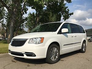 2016 Town & Country Touring-L  *No GST* Leather