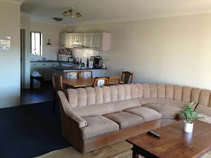 Room for a couple or 2 girls in Chippendale. 10 min from Central stati