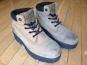 Women's Safety Boots - Steel Toes Size 9