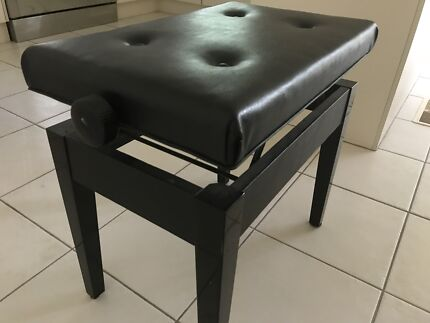 Piano chair black
