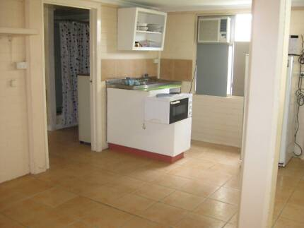Grannyflat to let,self contained, air con, $180 per week power in