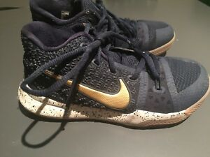 Boys Kyrie Irving basketball shoes size 2Y
