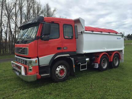 VOLVO FM9 TIPPER WITH NEW 6X4 TIP BODY TRUCK Pickering Brook Kalamunda Area Preview