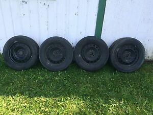 4 pneus d'hiver 205-60R16 avec roues