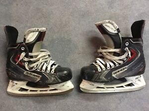 Bauer Vapor X70 with extra pair of blades -Size 7.5EE