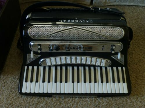 VINTAGE UNIVERSAL ACCORDION STEREO ELECTRIC