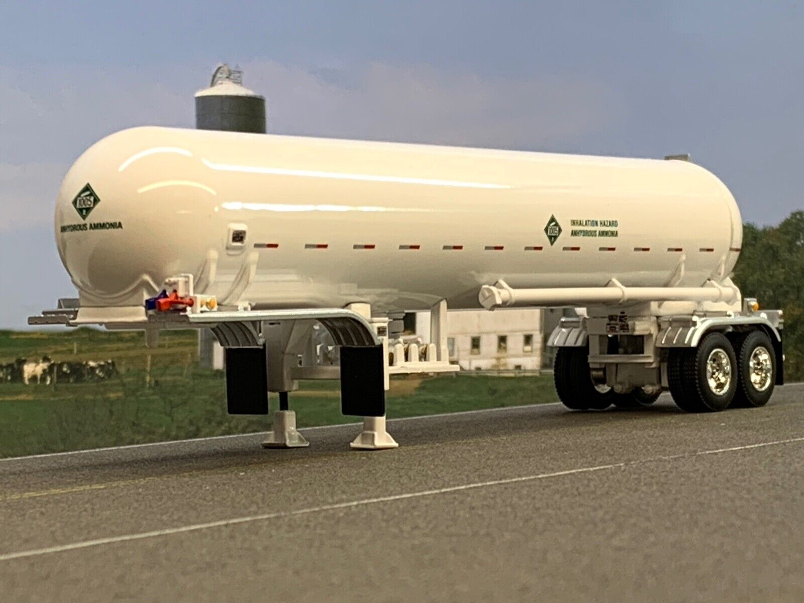 1/64 DCP WHITE MISSISSIPPI ANHYDROUS AMMONIA TANKER TRAILER