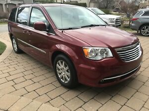 Chrysler Town-Country Caravan 2014 , cuir ,99$ par 2 semaine