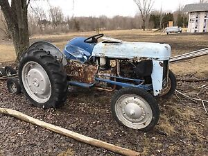 Tracteur Ford 1947