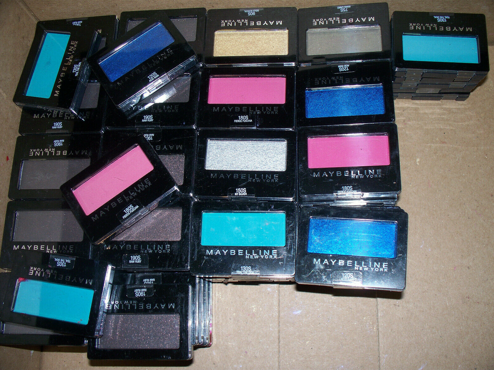 Lot of 100 Maybelline New York Expert Wear Eyeshadow ASSORTE