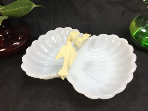 Vintage Avon Lovebirds Soap Dish Milk Glass Trays With Dove Bird Figurines Clam