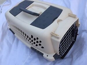 Small dog kennel. Please read ad very carefully