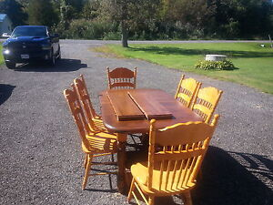 maple dinning room table and oak chairs with 2leafs