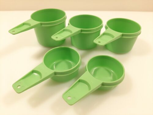 Vtg TUPPERWARE Set of 5 APPLE GREEN MEASURING CUPS ~ Missing 1/2 Cup Made In USA