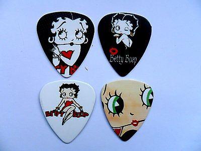 Großartiges Set mit Vier Betty Boop Gitarre .71 - Betty Boop Zubehör