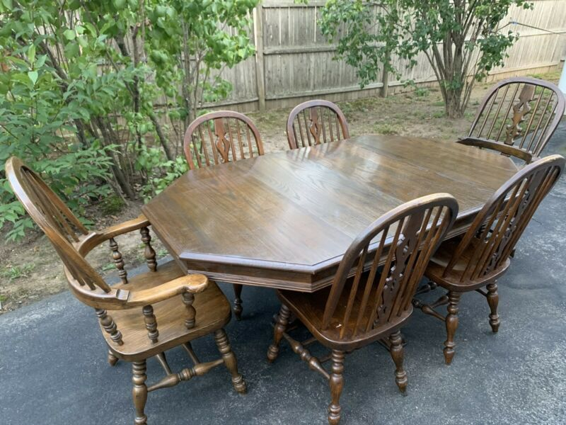 Ethan Allen Royal Charter Oak Octagonal Dining Table 6-Chairs