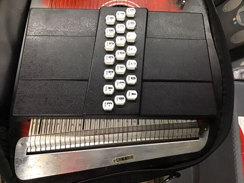 Oscar Schmidt OS-21C 21 Chord Autoharp with Case Great condition