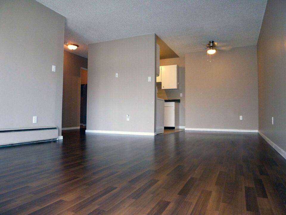 Welcome To Ashley Court 14921 104 Avenue Surrey Bc 2 Bedroom