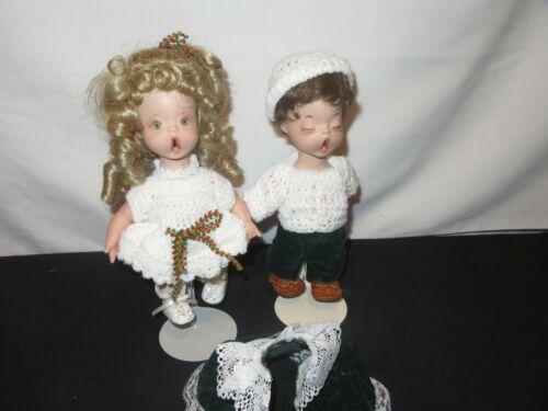 Vintage Dolls Choir Singers Shirley Favela Christmas  (Y979)