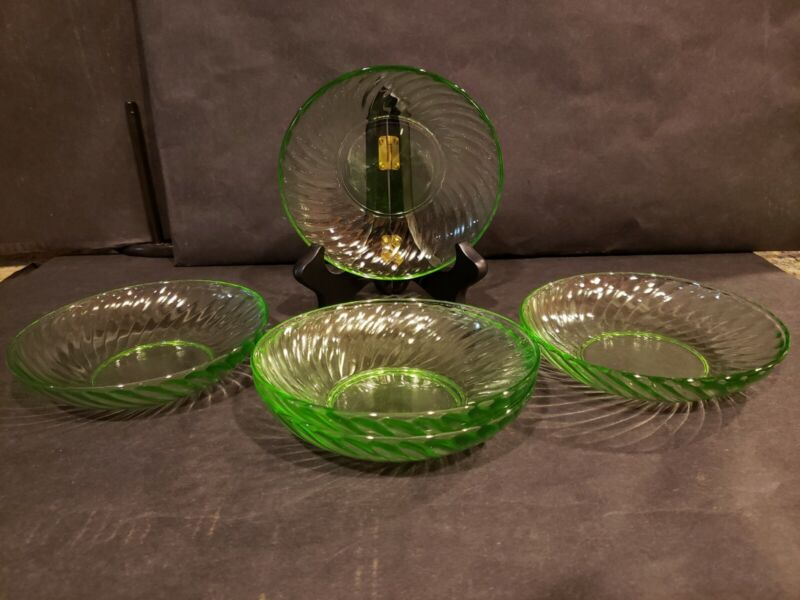 Set of 5 Vintage Uranium vaseline Glass  Swirl Pattern  Dessert Bowls