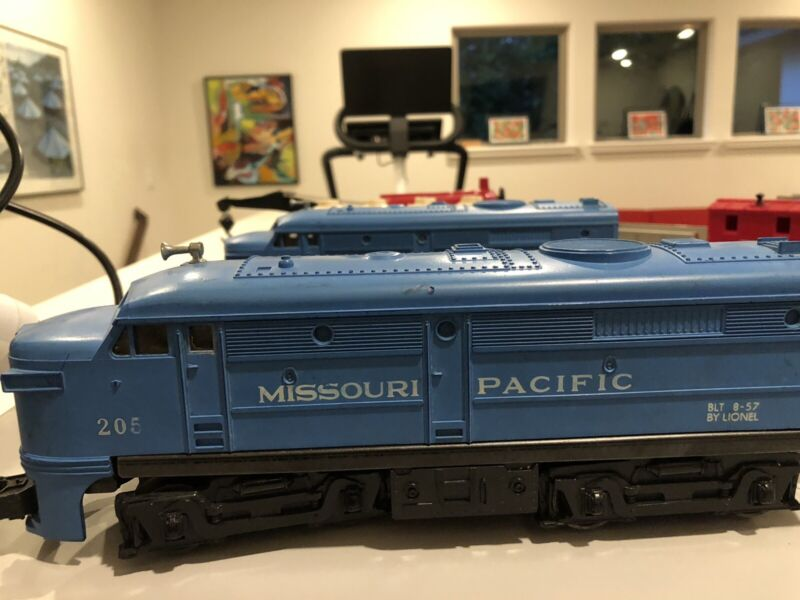 Lionel Postwar Trainset and Track