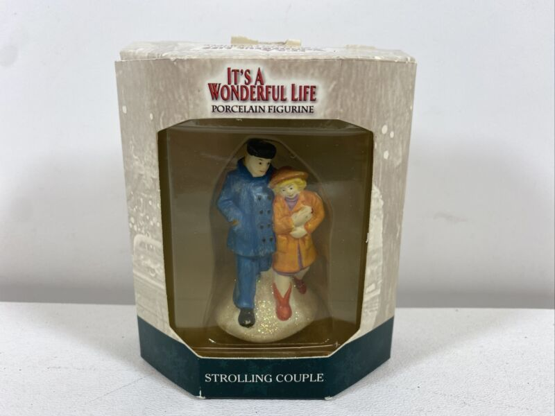 ENESCO IT'S A WONDERFUL LIFE VILLAGE - Accessory Strolling Couple  (With Box)