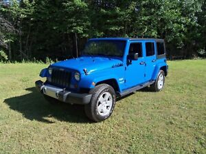 2011 jeep wrangler unlimited sahara **automatique + cuir**