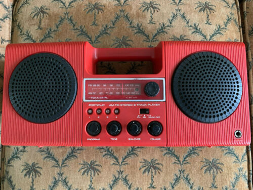 Realistic 14-926  Portiplay 8 Track Player AM/FM Stereo