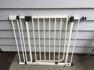 baby/pet safety gate with extension Wilston Brisbane North West Preview
