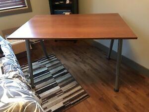 Bureau ajustable / table de travail (Galant - IKEA)