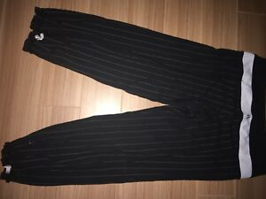 Lululemon black with white pin striped crops size 6
