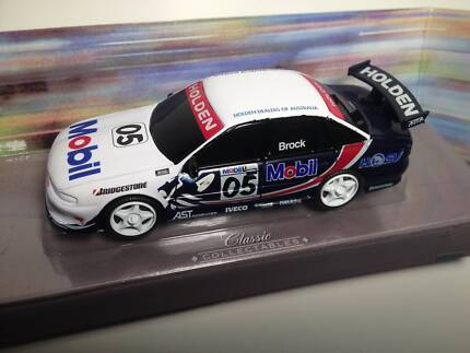 Peter Brock HRT VS Holden Commodore 97 Classic Carlectables 1:43